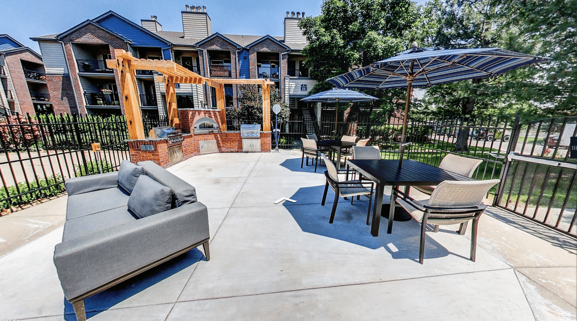 Outdoor Kitchen with Two Gas Grills and Pizza Oven!
