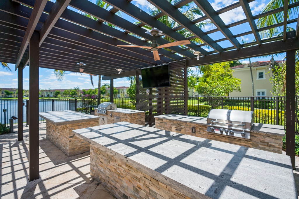 Outdoor Entertainment Kitchen with BBQ Grills