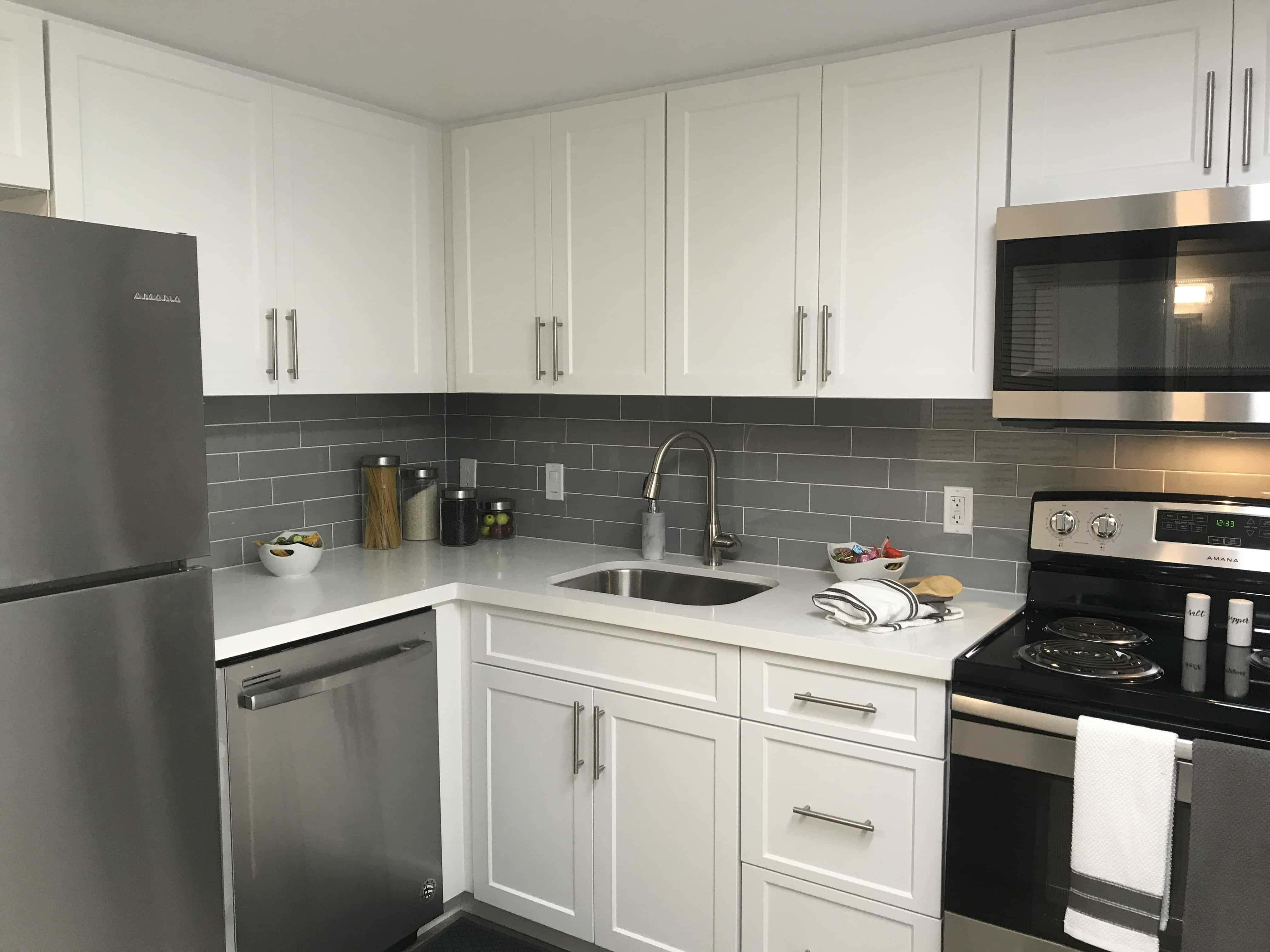 - Uptown22-Kitchens-with-tile-backsplash - Uptown 22 Apartments