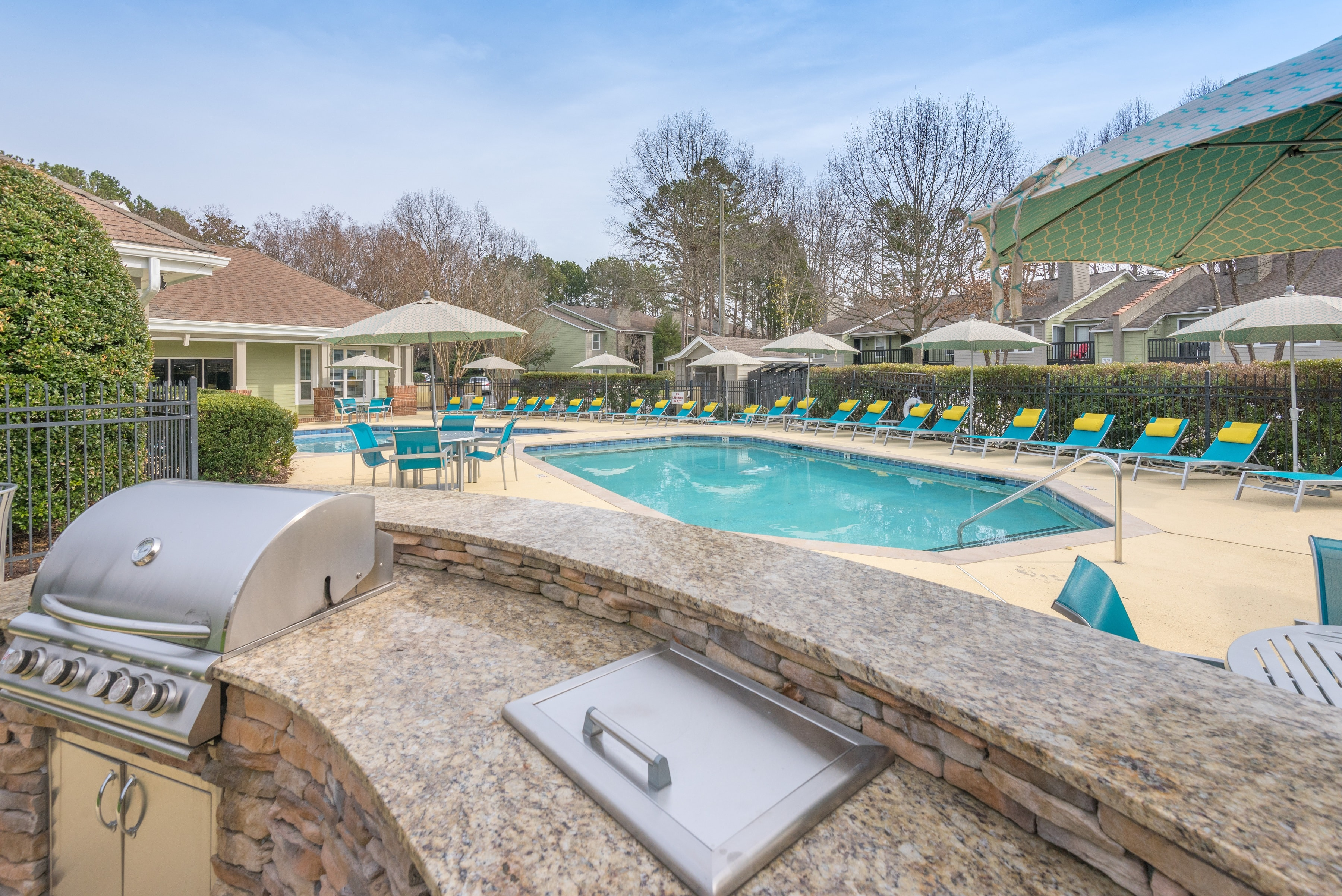Outdoor Kitchen With Picnic Area & Grilling Station