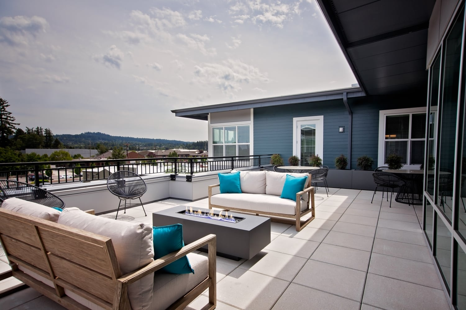 Two sky-deck lounges with Firepit