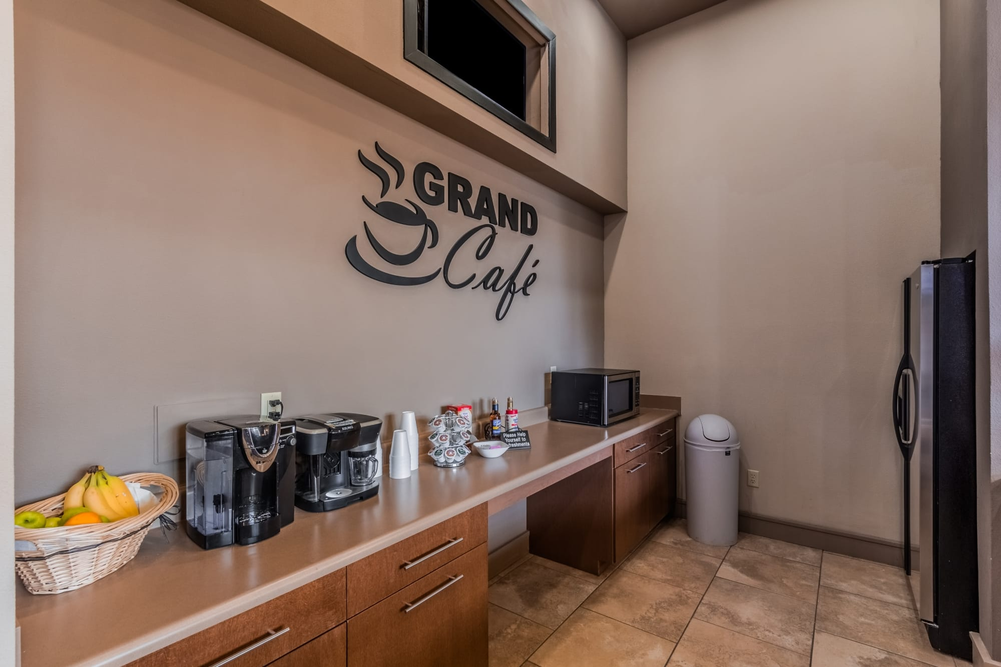 Community Area Grand Coffee Café & Kitchen