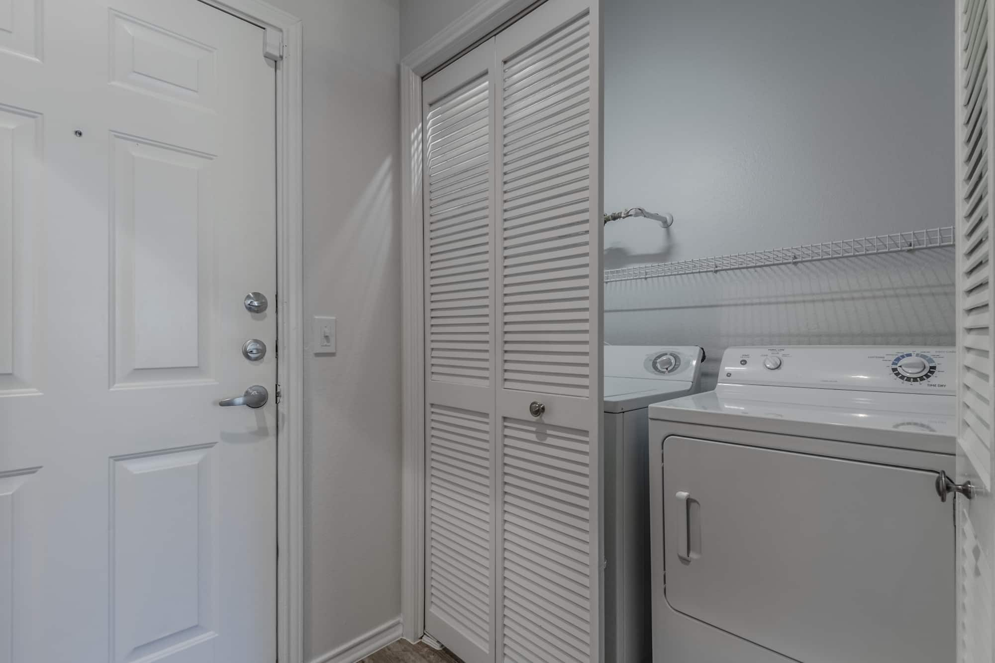 Full-Size Washer/Dryer Hookups